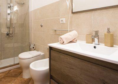bagno con box doccia privato Suite Cagliaritane Affittacamere