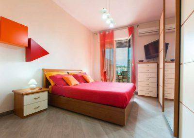 03_bnb-aviewoncagliari-camera-rossa-panoramica