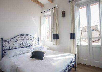 La-Terrazza-di-Bea-appartamento-camera-matrimoniale-luminosa