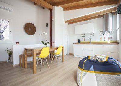 La-Terrazza-di-Bea-appartamento-cucina-accessoriata